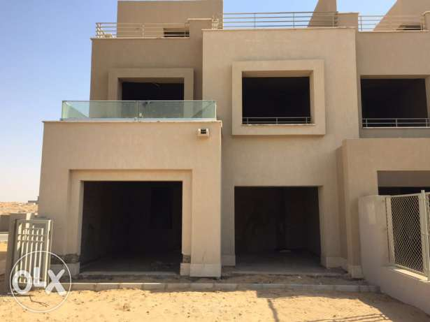 Corner Townhouse in Palm Hills Kattameya PK2 العبور -  1