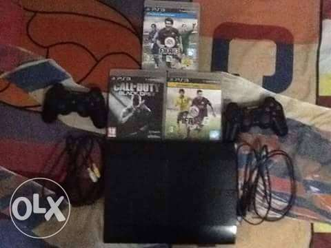 Ps3 super slim 12gb with 2 joystick 3cd: fifa15, fifa13, black ops2.
