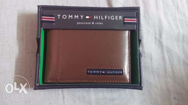 Tommy Hilfiger Men's Leather Cambridge Passcase Wallet with Removable