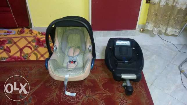 Brand new MaxiCoxi Cabriofix Car Seat + Base