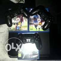 Ps4 like new 500GB WITH 3 CD & 3 controller