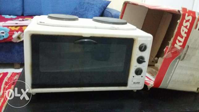 Electric oven with 2 hot plates