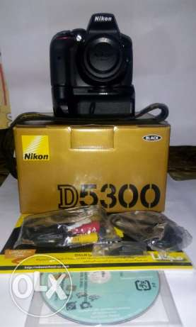 Body Nikon D5300 With Box + battery grip