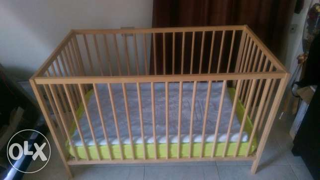 Baby crib with mattress and side rail pampers and net حى الجيزة -  2