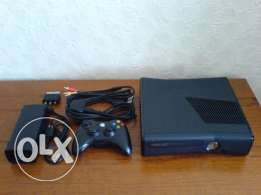 Xbox 360 Slim Hard 250 G + 5 Games + 2 controller