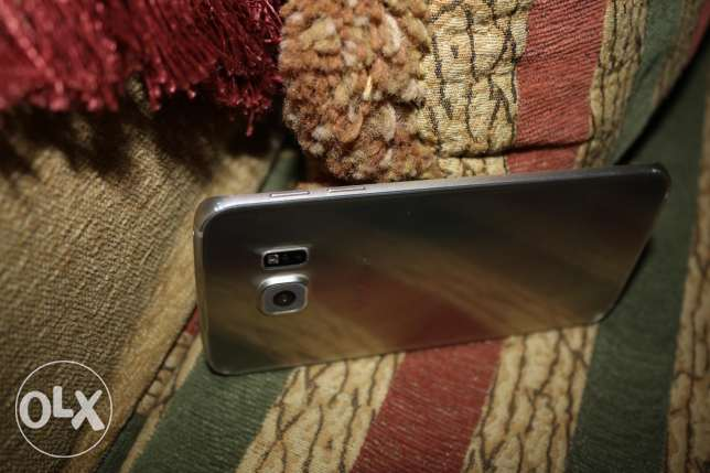 samsung galaxy s6 edge في شرخ في الباغة