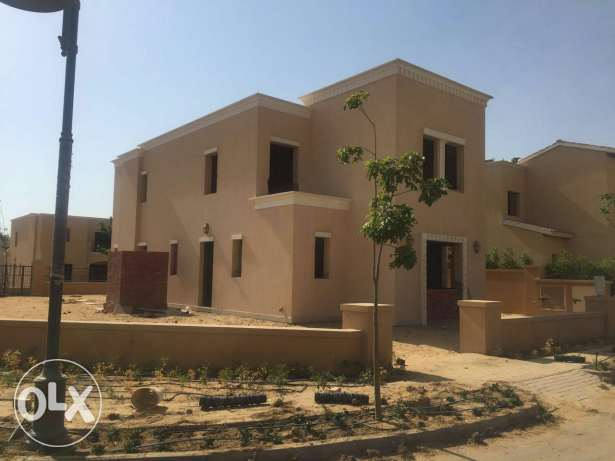 Villa  for sale in compound ready to deliver