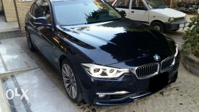BMW luxury 330 اسود فرش هافان 2016 عداد 28000 كيلو متر