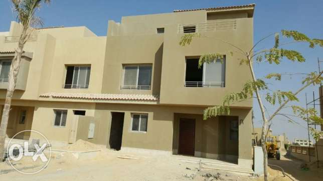 Corner town house for sale in golf views palm hills 420 sqm