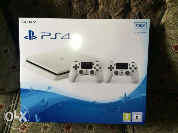 Playstation 4 white slim 500 gb + 2 controllers