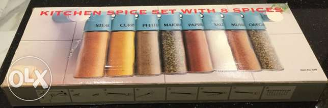 Kitchen Spice Set with 8 spices - New in the Box حامل مجموعة البهارات