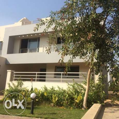 Twin House For Sale at ll Pounto , Beverly Hills الشيخ زايد -  1