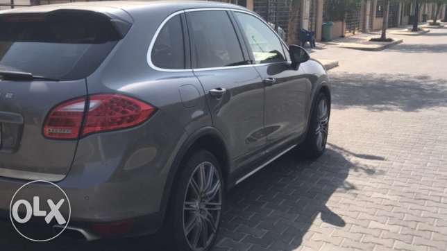 2011 cayenne special order (Triptic) .perfect condition