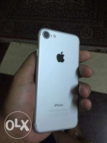 iphone 7 32g silver like new الوايلي -  1