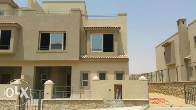 Town house corner for sale in VGK fully finished and prime location