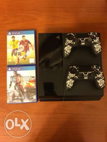 Playstation 4 2tb + 2 CD + 2 controllers