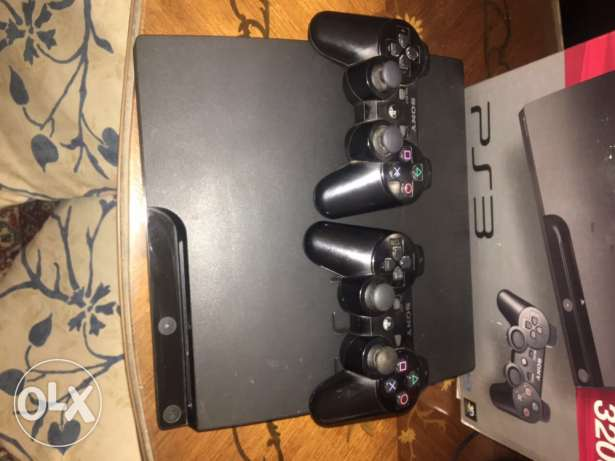 sell ps3 320 gb black color have 3 games fifa 14 and batman and mw3
