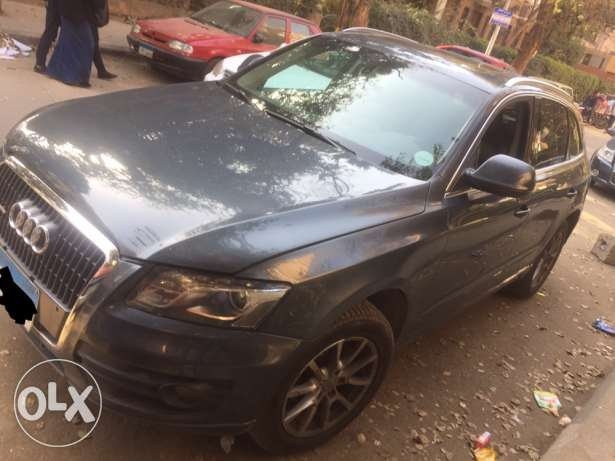 Audi Q5 2011. High line with sunroof.