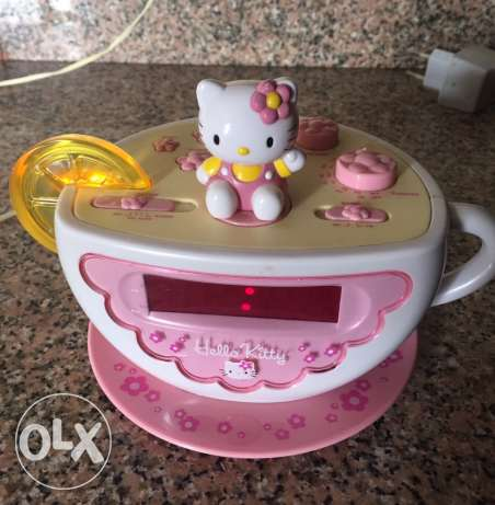 ساعة وراديو hello kitty