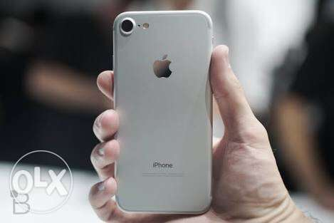 iphone 7 silver 128gb شيراتون -  1