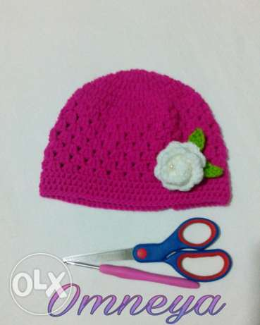 Toddler Crochet Fuchsia Hat with floral decoration طاقية اطفال كروشيه