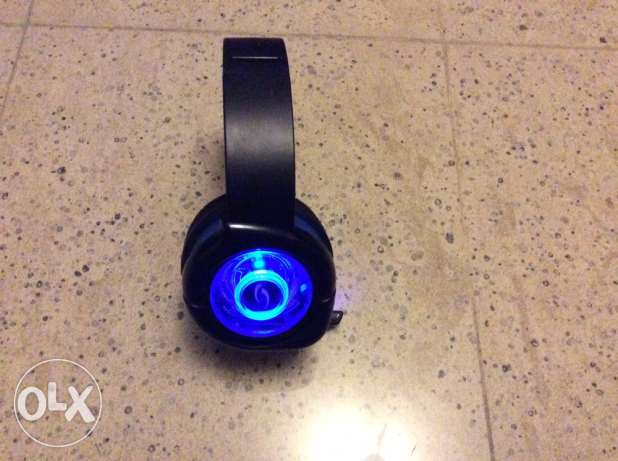 after light gaming headphones needs auxiliary cord