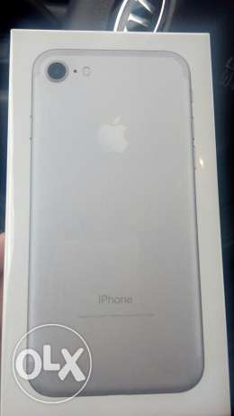 I phone 7 128G silver sealed المعادي -  1
