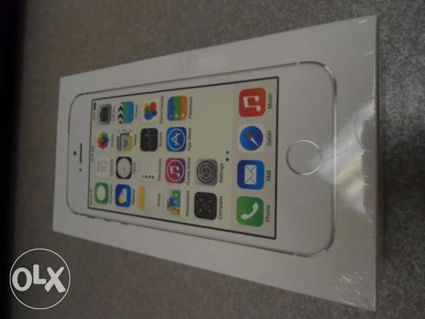 iPhone 5s space gray and silver 32GB متبرشمين ضمان سنه