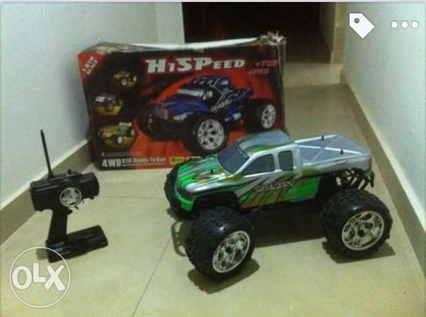 Rc car off road scale 1:8 water proof comes with charger (new)