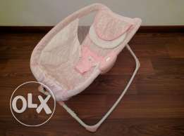 Baby bed with vibration