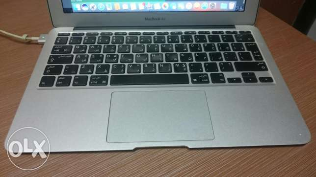 "Macbook air 11"" mid 2012 core i5 64 g with no scratches"