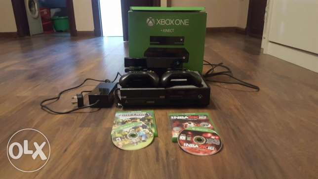 Xbox one with two controllers and kinect nba 2k16 and minecraft