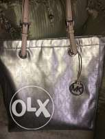 Micheal Kors original bag used few times in very good condition