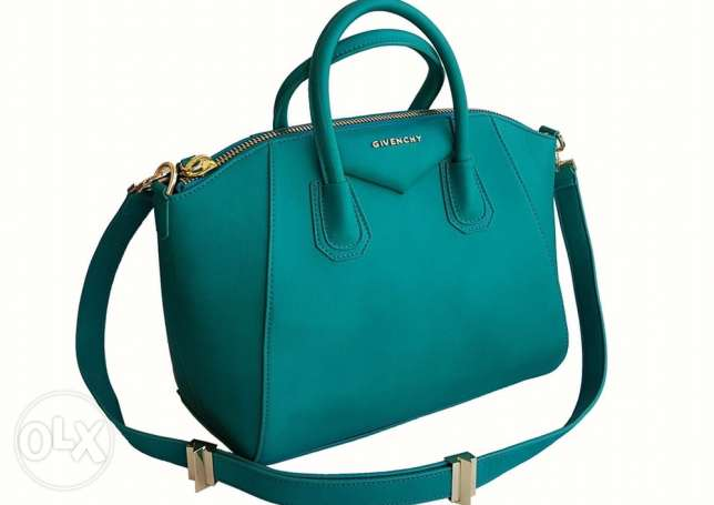 Orginal V bag same colors are available for immediate purchase