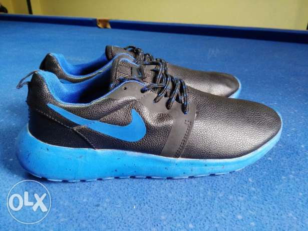 Nike roshe run size 44 from France النزهة -  2