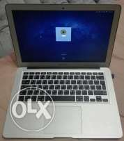 "MacBook Air 13""- 1.3 Core i5 - 4 GB - 256 HDD + HDMI Converter"