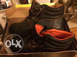 جزمه سيفتي مقاس ٤٢ سوده safety shoes size 42 for heavy duty jobs