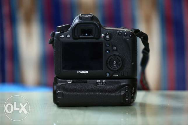 canon 6D with battery grip like new