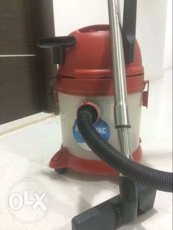 water vacum electric water and dust mop