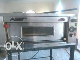 Pizza oven made in Italië with stand