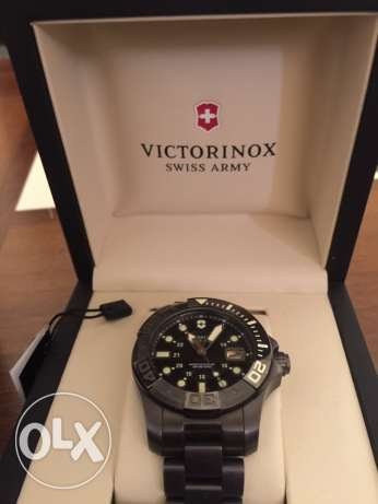 Victorniox men watch