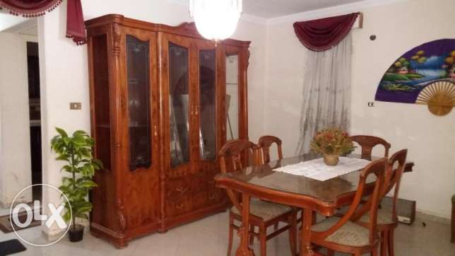 A Dinning room for sale with 6 chairs and cubpoard