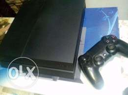 PlayStation 4 - 500 HDD- 2 games