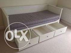 Day bed frame white w 3 drawers IKEA كنبة سرير٣ ادراج مدينتي -  4