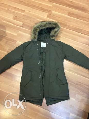 new zara coat for kids 11-12 year may fit smaller never used. الشيخ زايد -  1