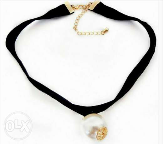 Choker with preal