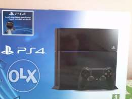 New Playstation 4 - jet black 500GB/Go