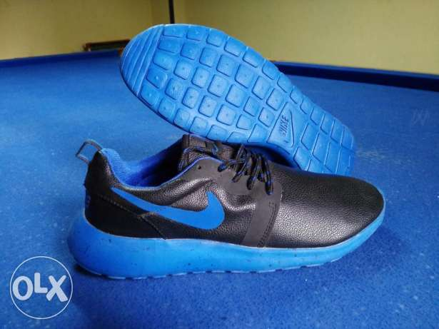 Nike roshe run size 44 from France النزهة -  1