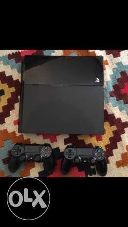 Sony PS4 500GB Jet Black + 2 controllers + 4 Games