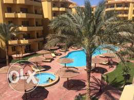 Beautiful 2 bedroom apartment with pool view in British resort